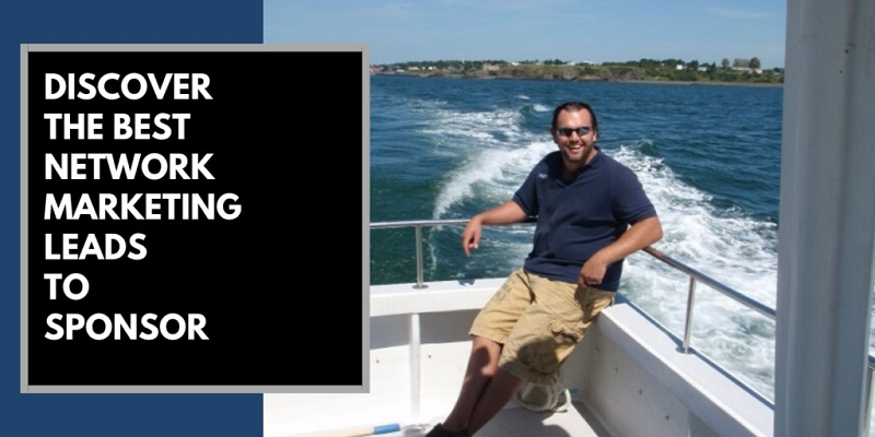 Man on the back of a boat in Bermuda, with a big wake behind him. There is text beside him that says the best network marketing leads.